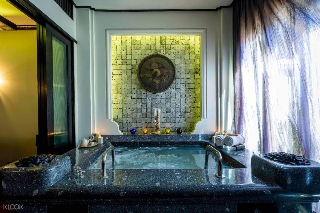 private jacuzzi room 2