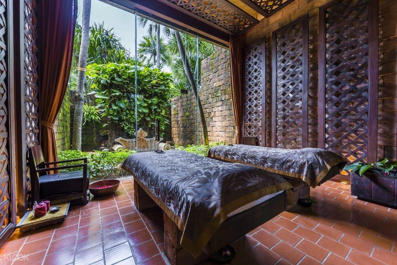 private couple massage room