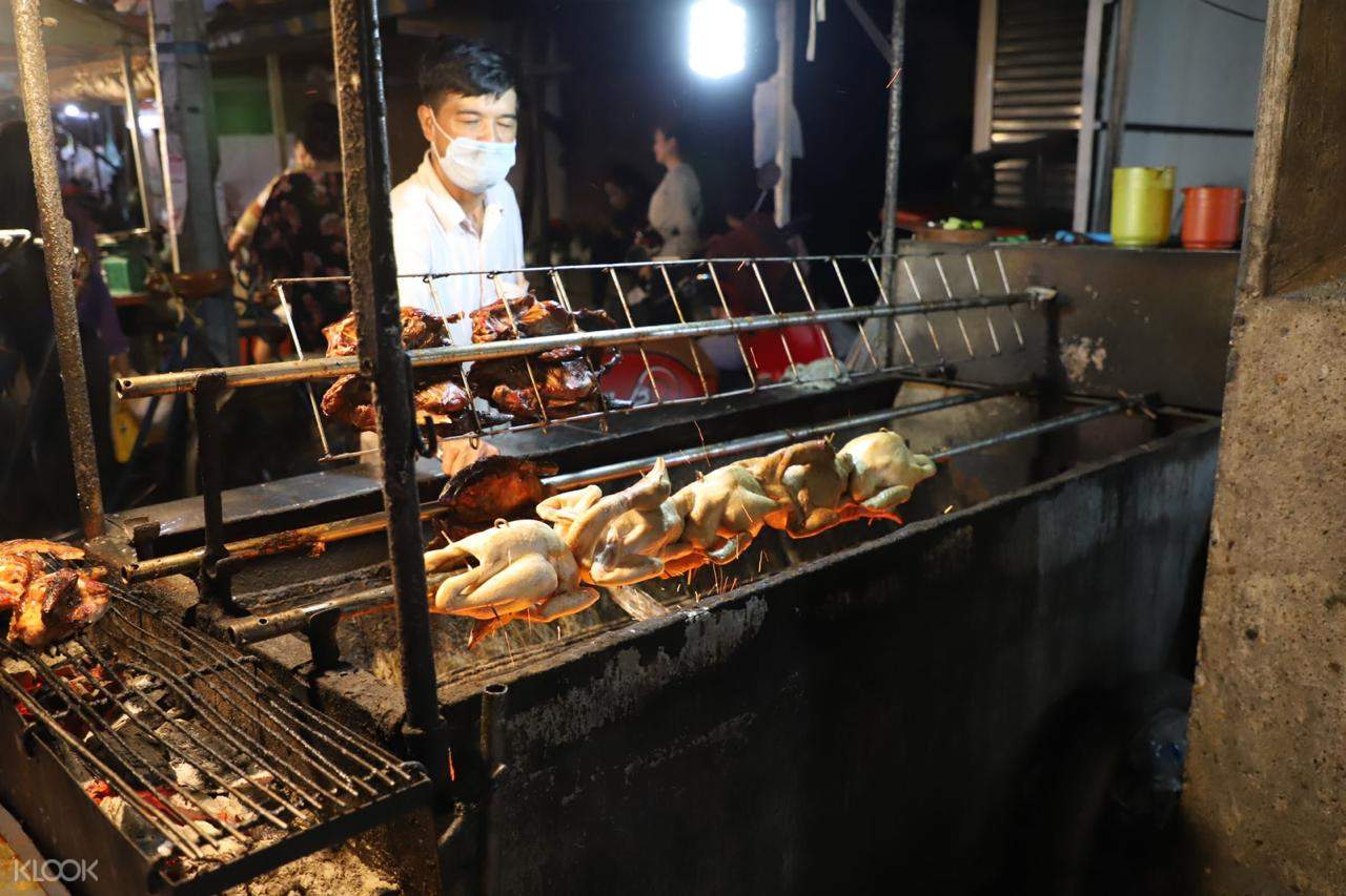 Bite into traditional Khmer BBQ where we will enjoy live local music