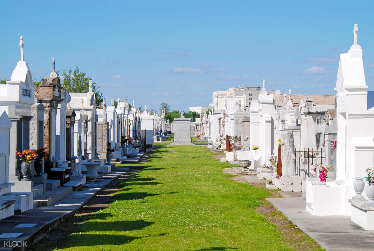 5-in-1 Cemetery Tour by New Orleans Ghost Adventures