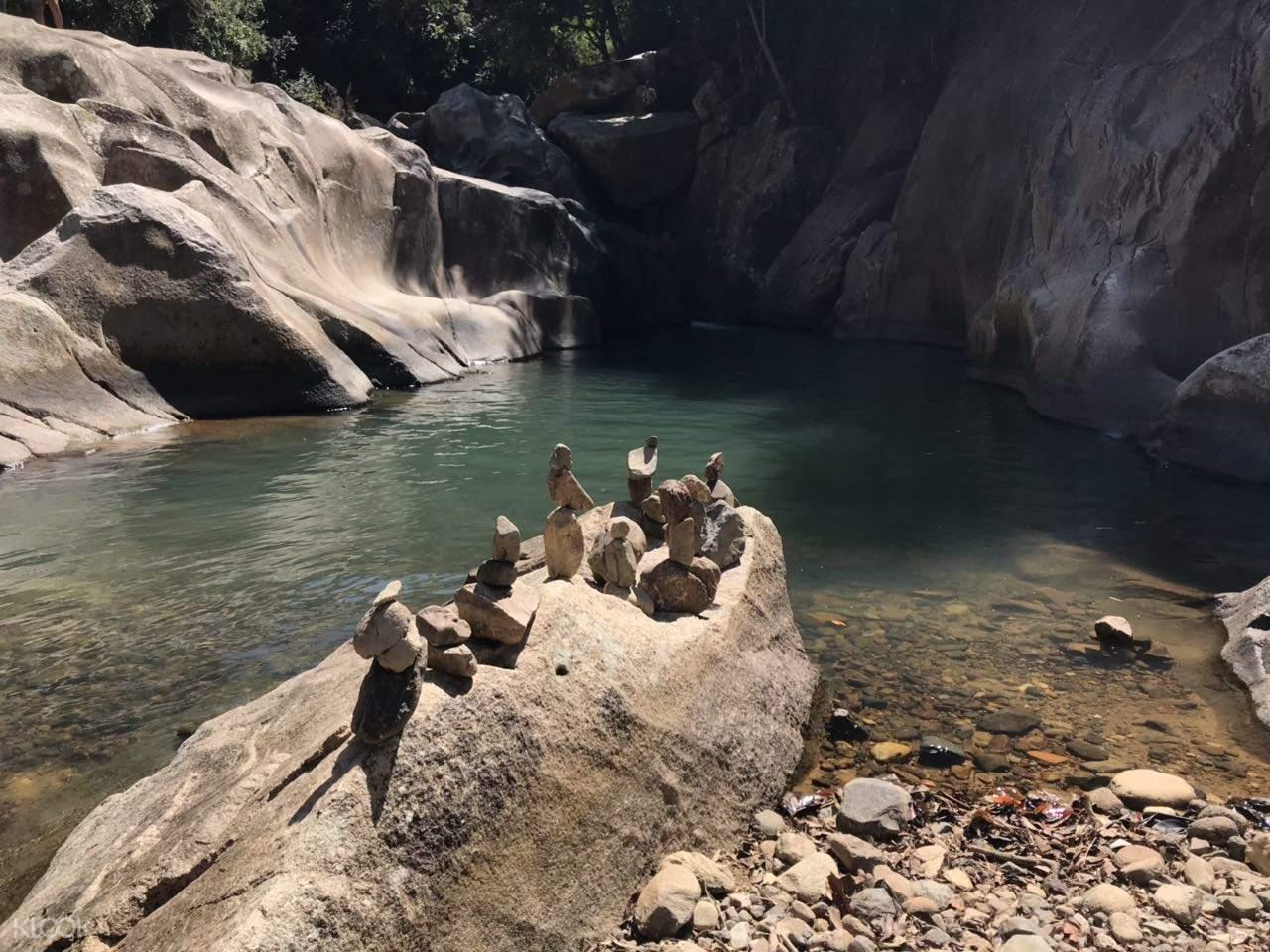 rocks at ba ho waterfall