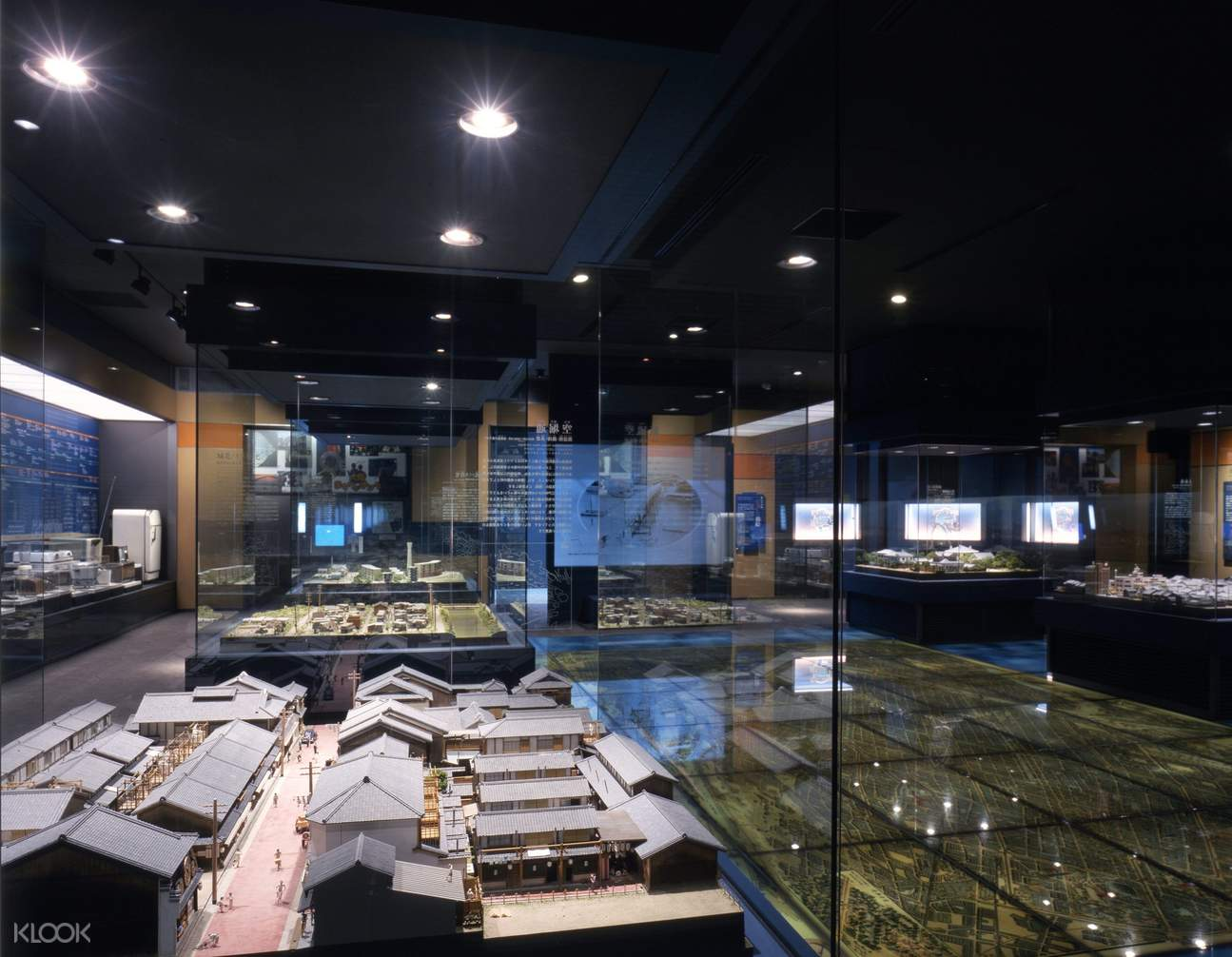 Explore the recreated life-size town of Osaka in the late Edo Period.