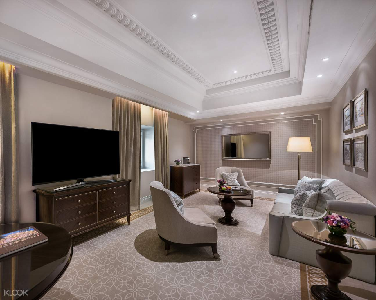 Premier Collyer Suite - Living Room
