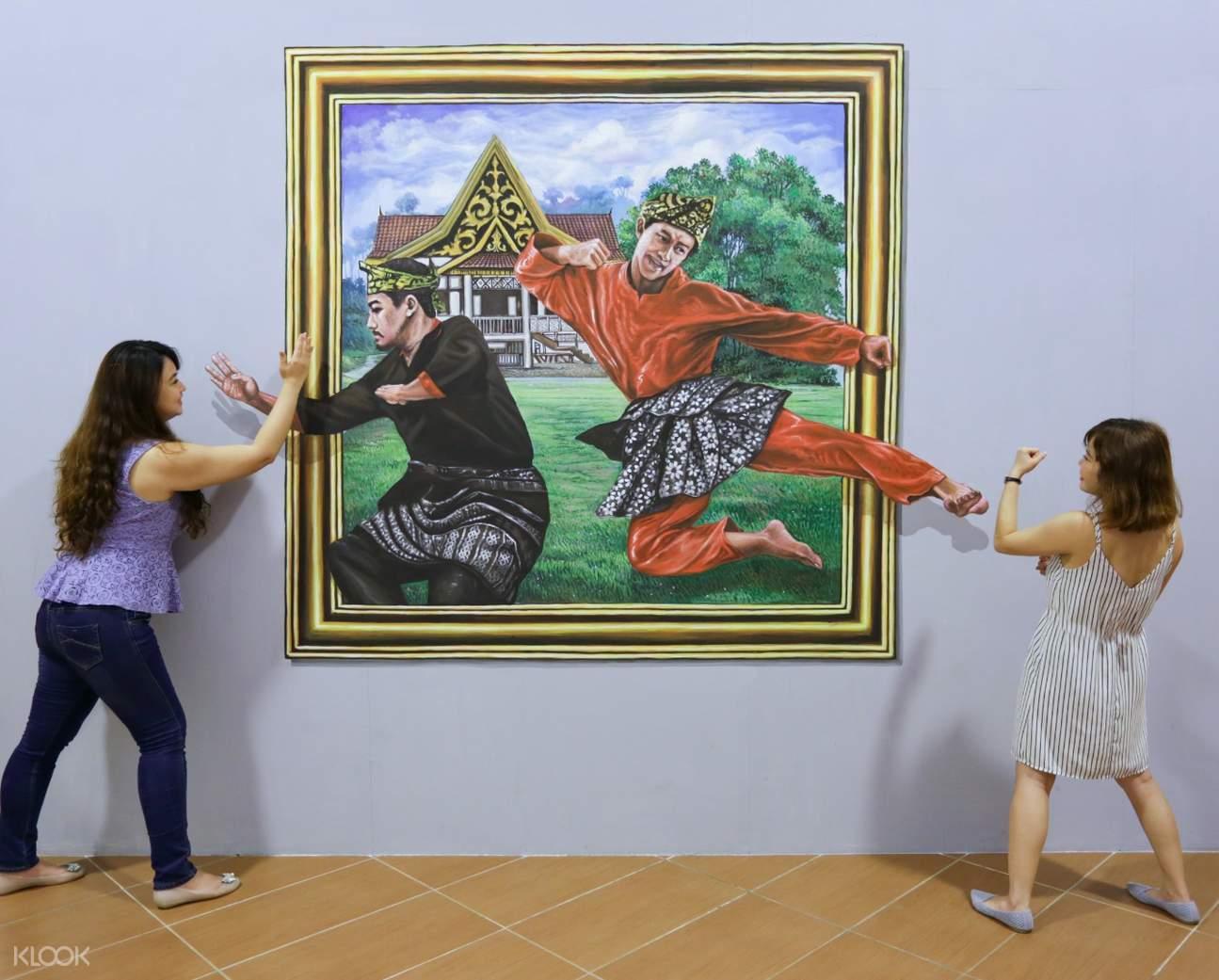 girls and 3d art in rumah imaji bintan