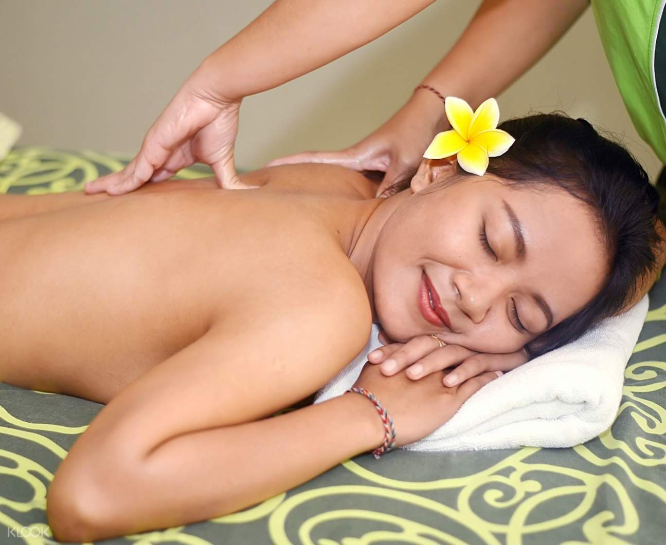 relaxing spa treatment