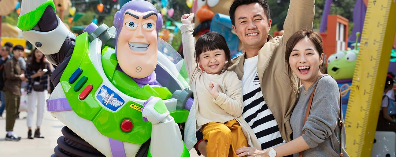 family eating posing with Buzz Lightyear mascot