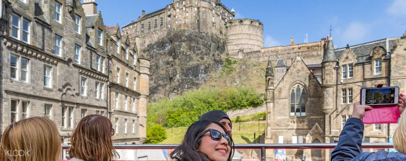 Edinburgh tourist bus
