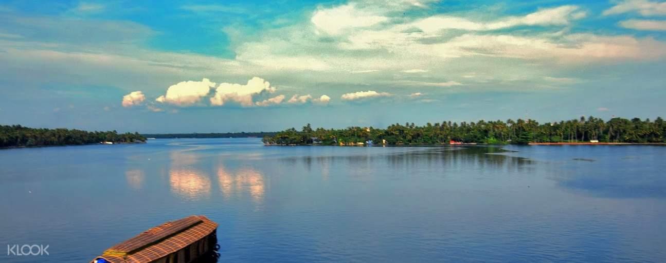 Ashtamudi Lake cruise