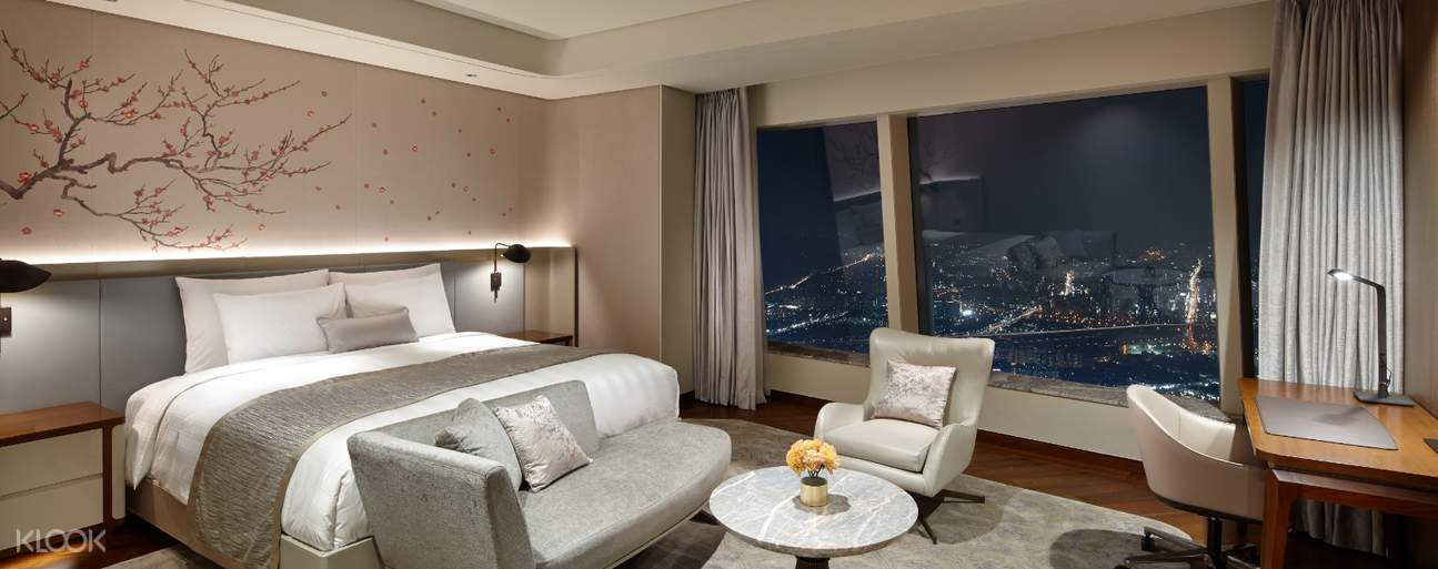 Upgrade your room to Premier or SIGNIEL Premier Rooms to make your staycation more relaxing!