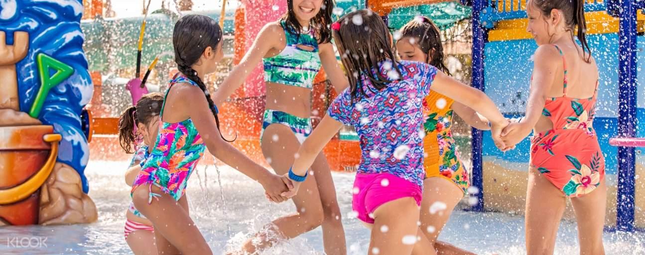 Kids playing at Island H2O Live!
