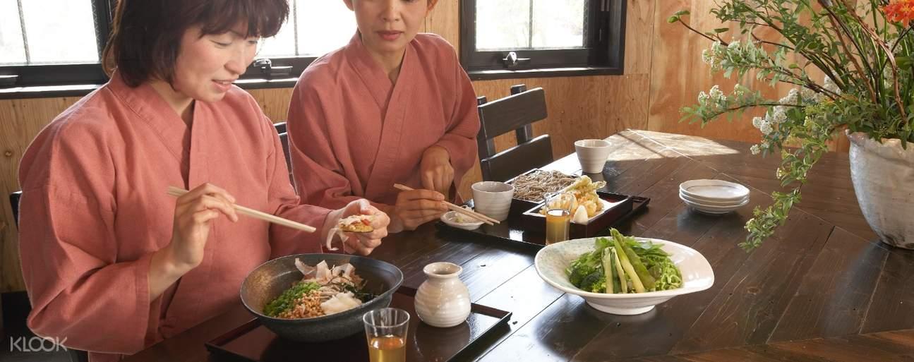 women having meal at Shiraku no Yu Onsen