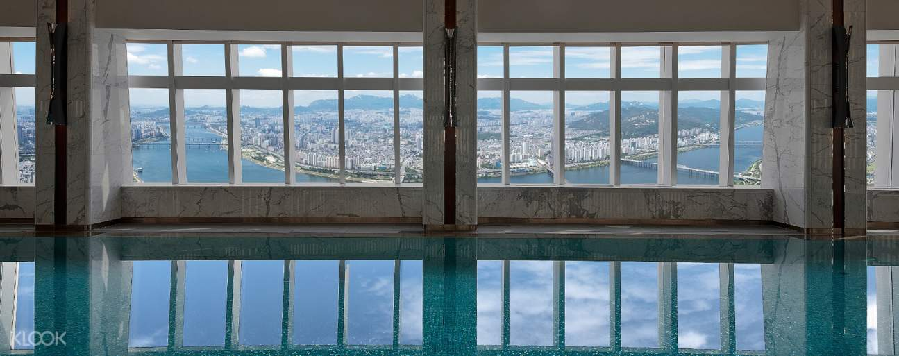 Warm water, comfortable poolside bed, bubblejet massage, and more pleasure you while swimming at Indoor Pool