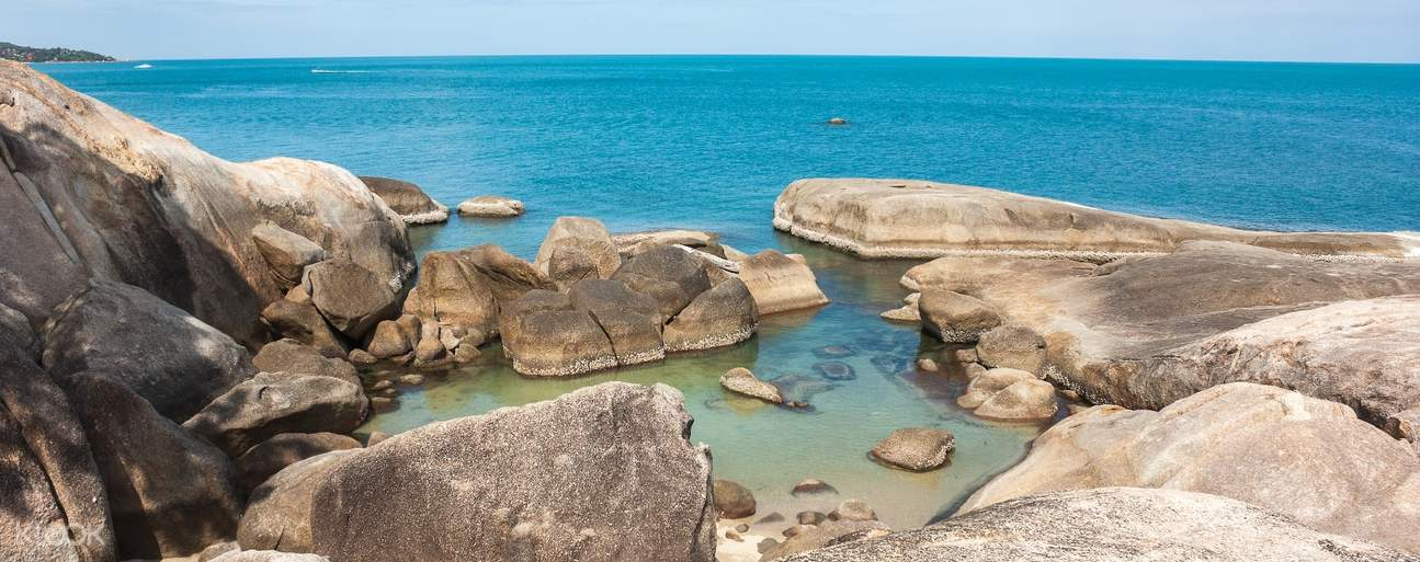 Breathe in fresh air and take in the tranquil atmosphere at the southern end of Lamai Beach