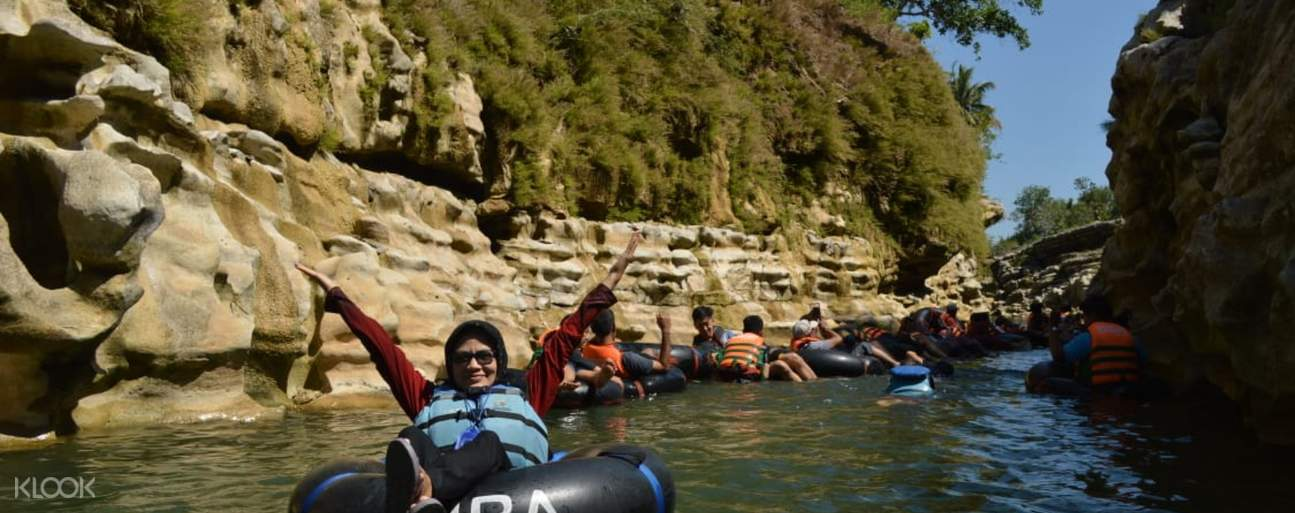 tourists on tubes along the Oyo River