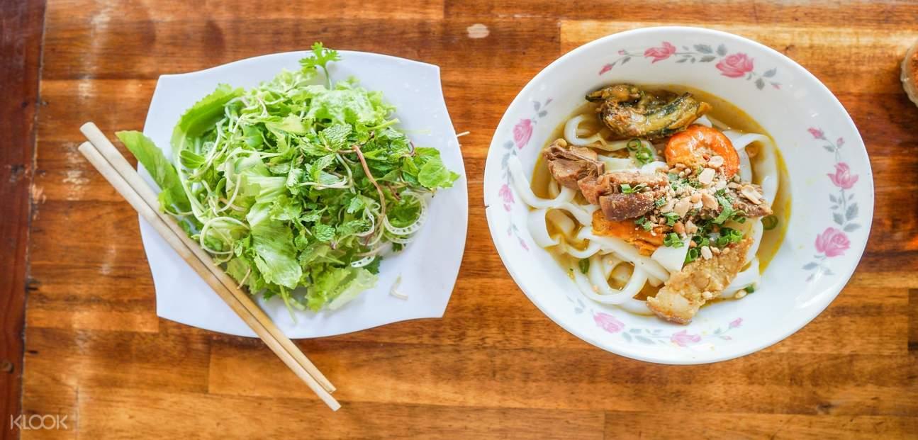 Mi Quang (Local Turmeric Noodles)