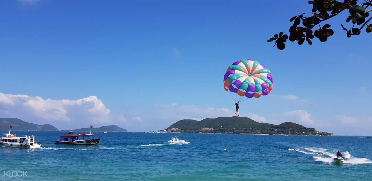 parasailing in vietnam