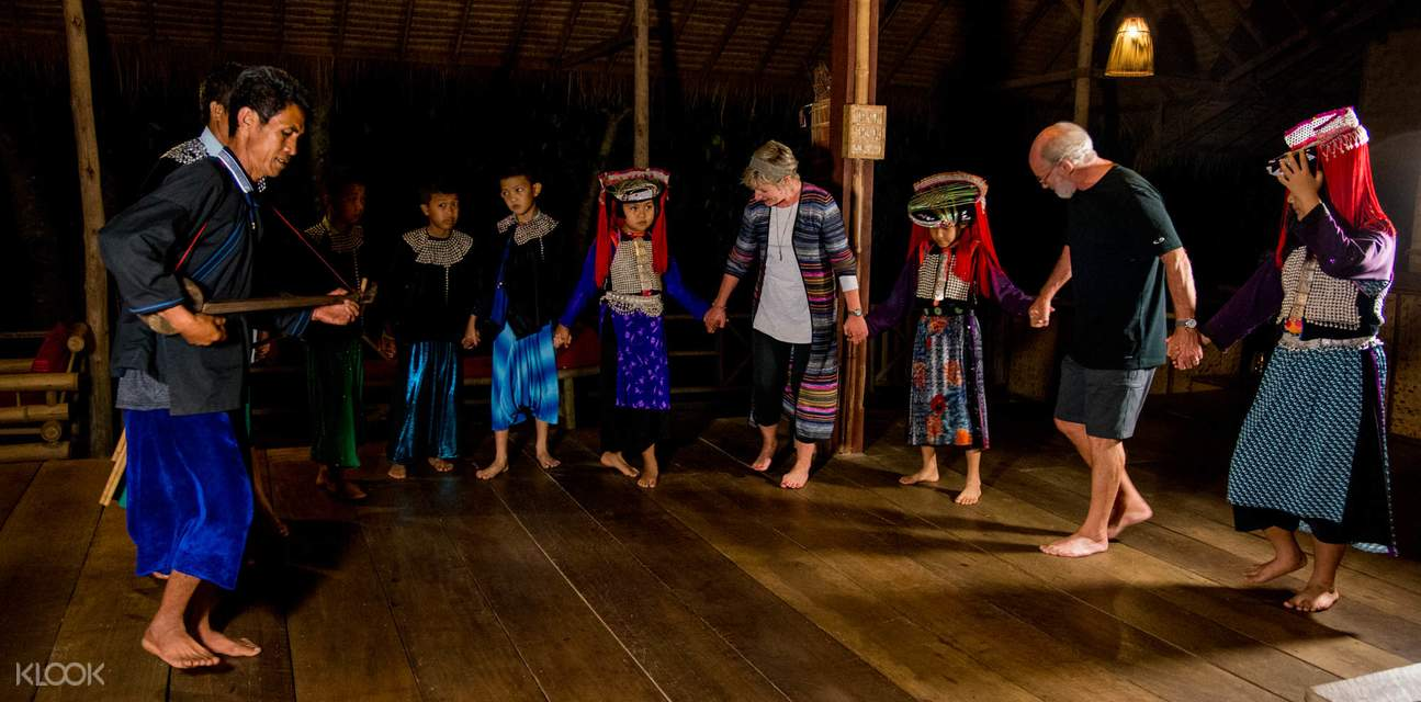 hill tribe dance at lisu lodge