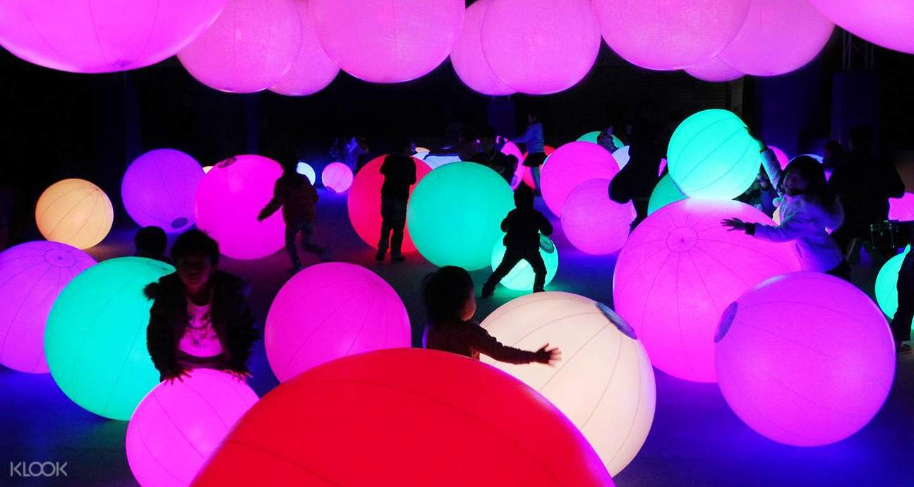 macau teamlab art light ball orchestra
