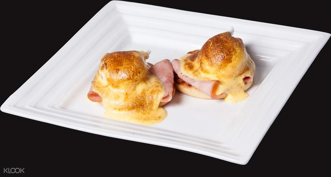 Lax Café's Eggs Benedict