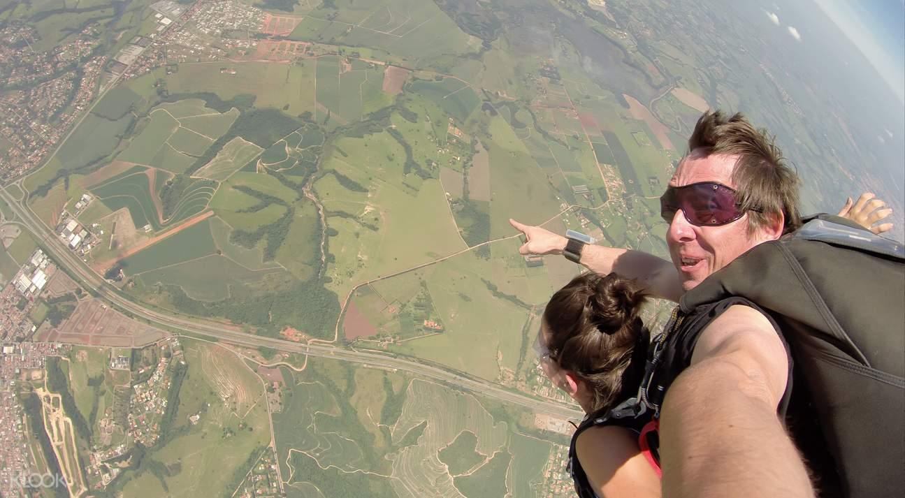 費沙島高空跳傘