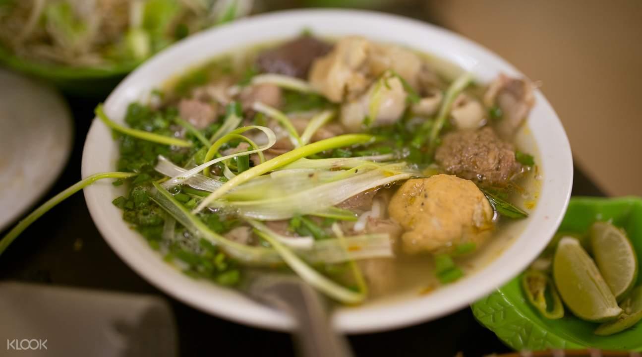 Food Tour Around Old Quarter Hanoi