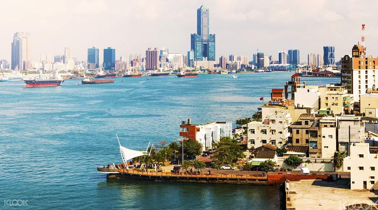 高雄愛河的城市一景