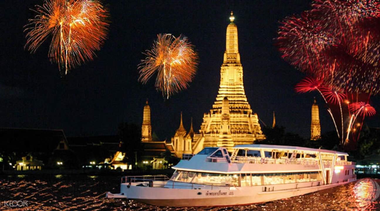 乘船夜遊湄南河