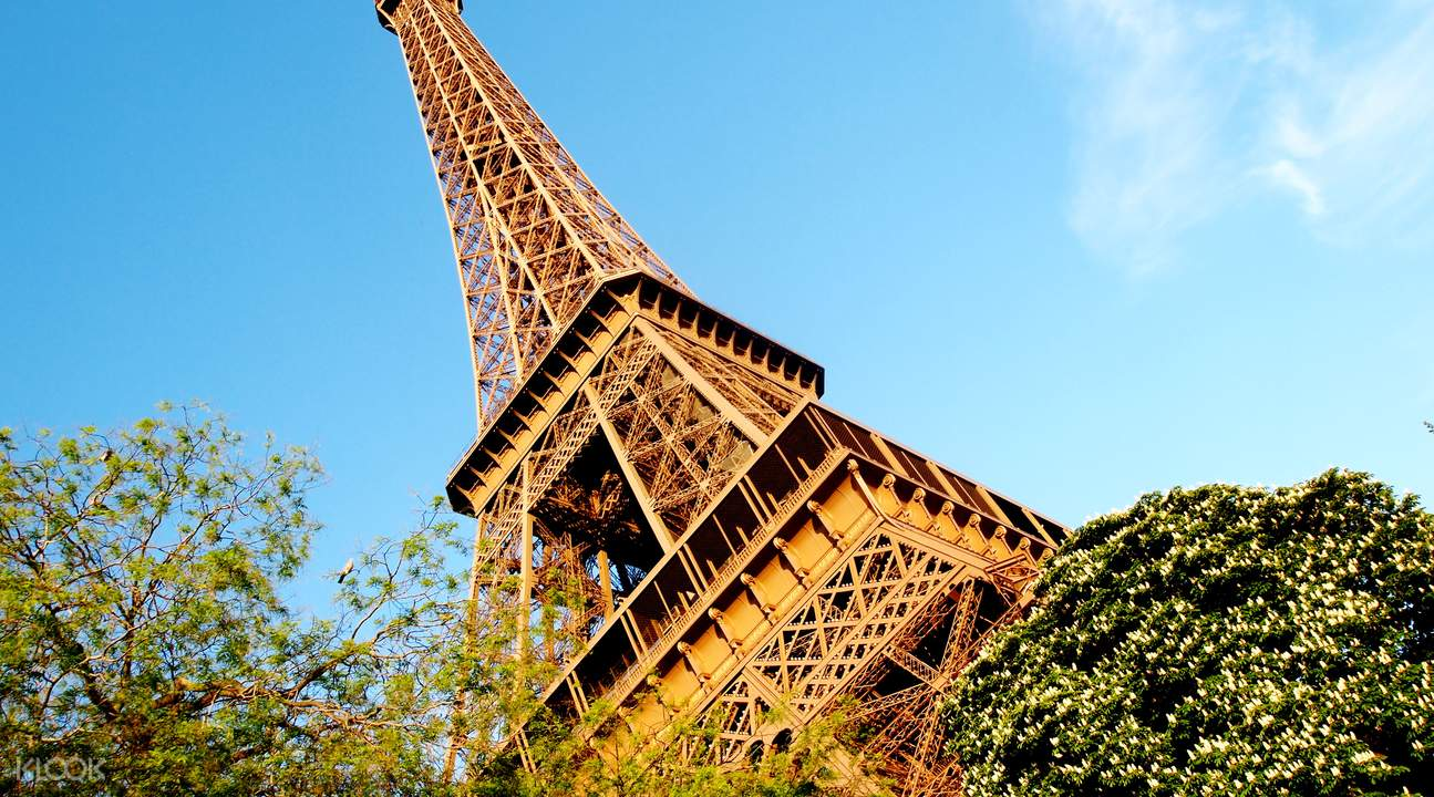 Paris Red bus tour