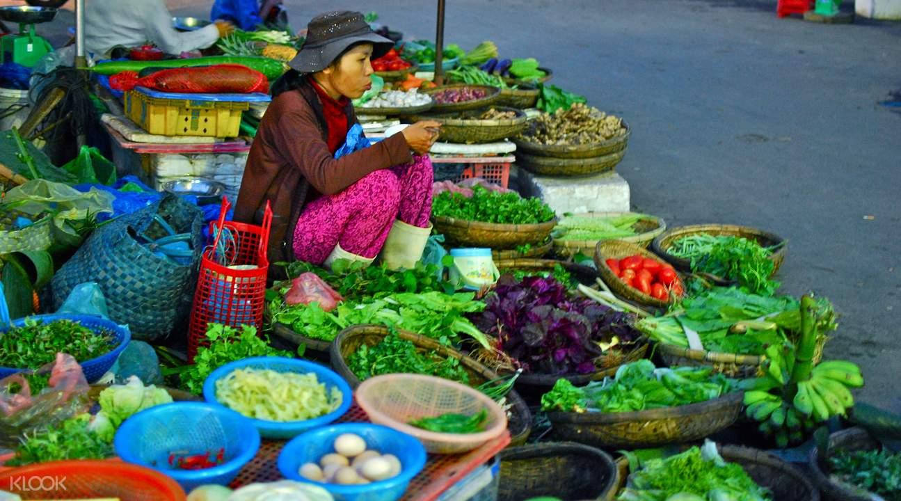 变身为越南厨师,跟着大厨前往当地市集买菜