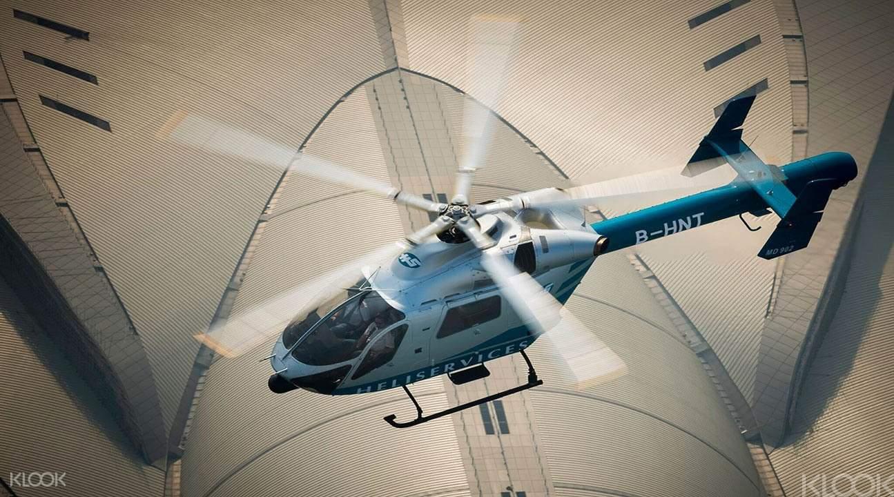 直升机遨游香港天际