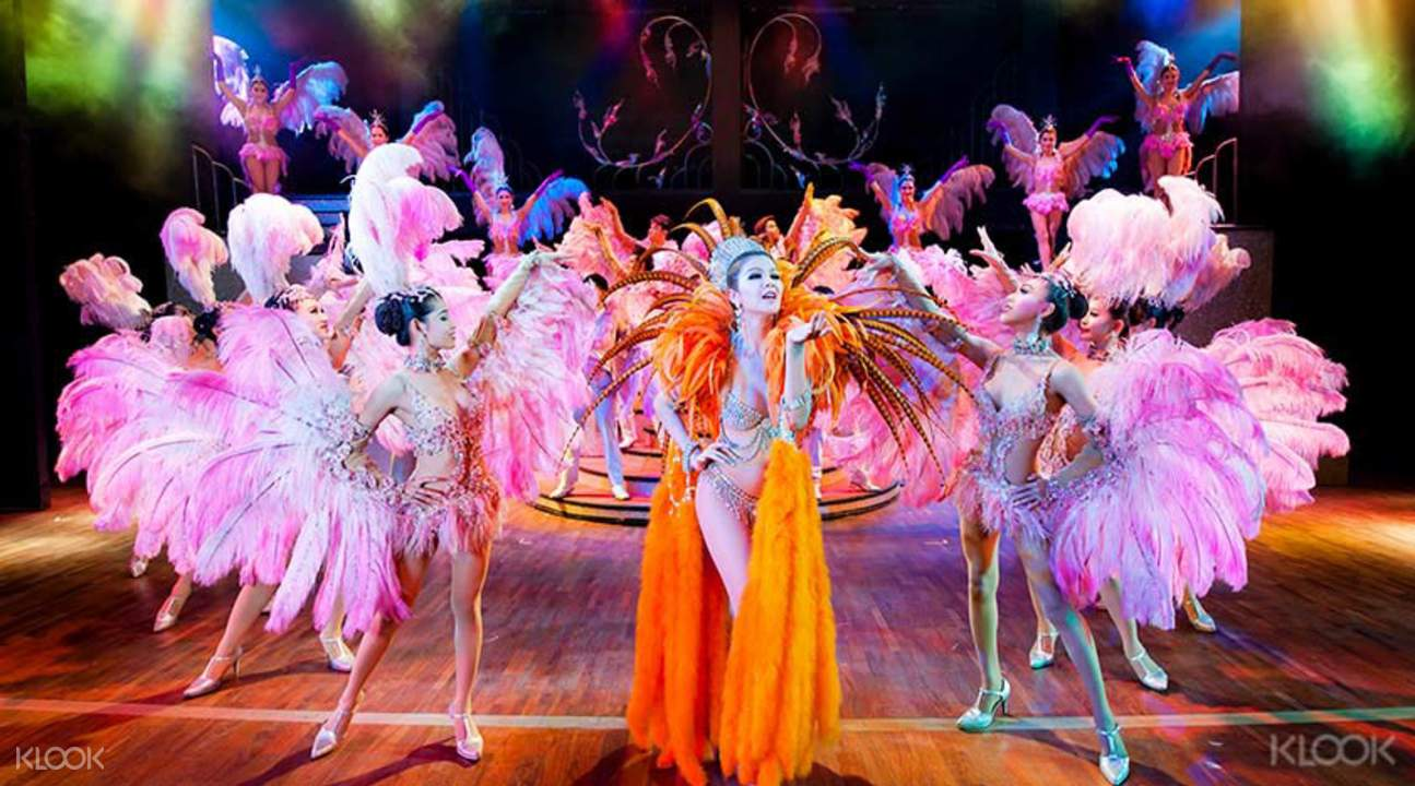 an introduction to the show cabaret Dinner at kawaii monster cafe and a ticket to the robot restaurant cabaret show  in tokyo a great introduction to tokyo's weird and wonderful pop culture skip.