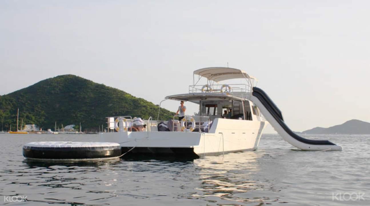 Hong Kong cruise boat