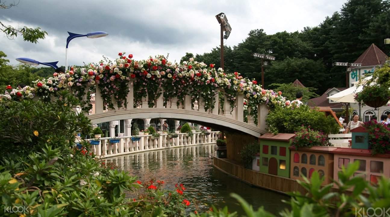 flowery bridge at the herb island lighting and illumination festival