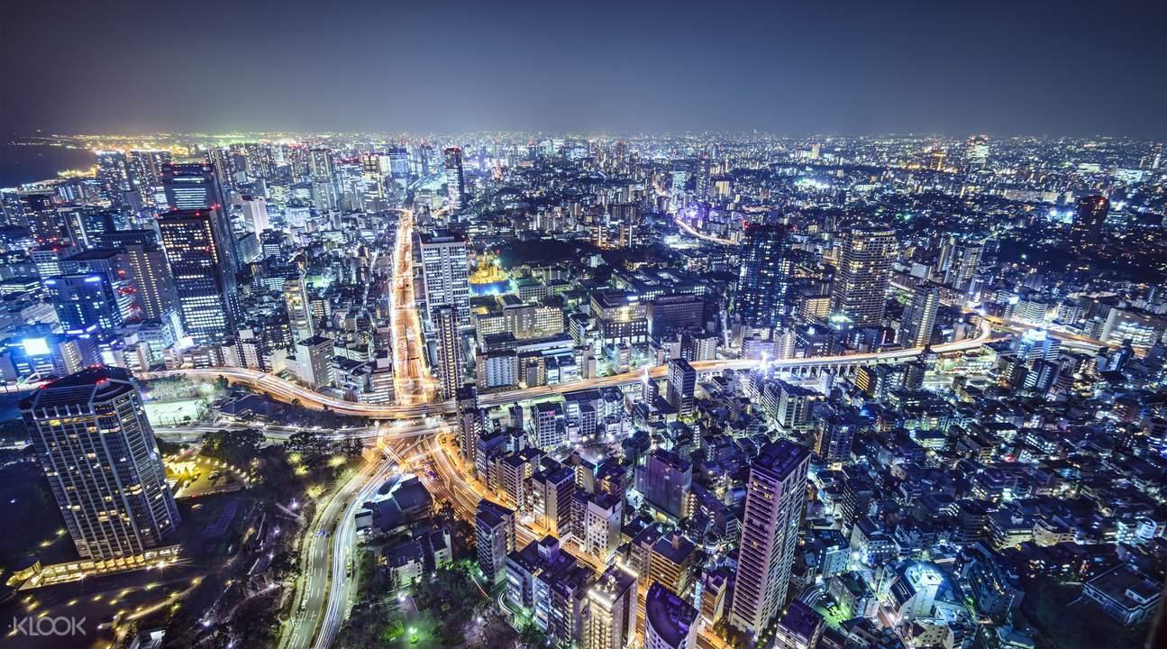 直升机遨游东京上空