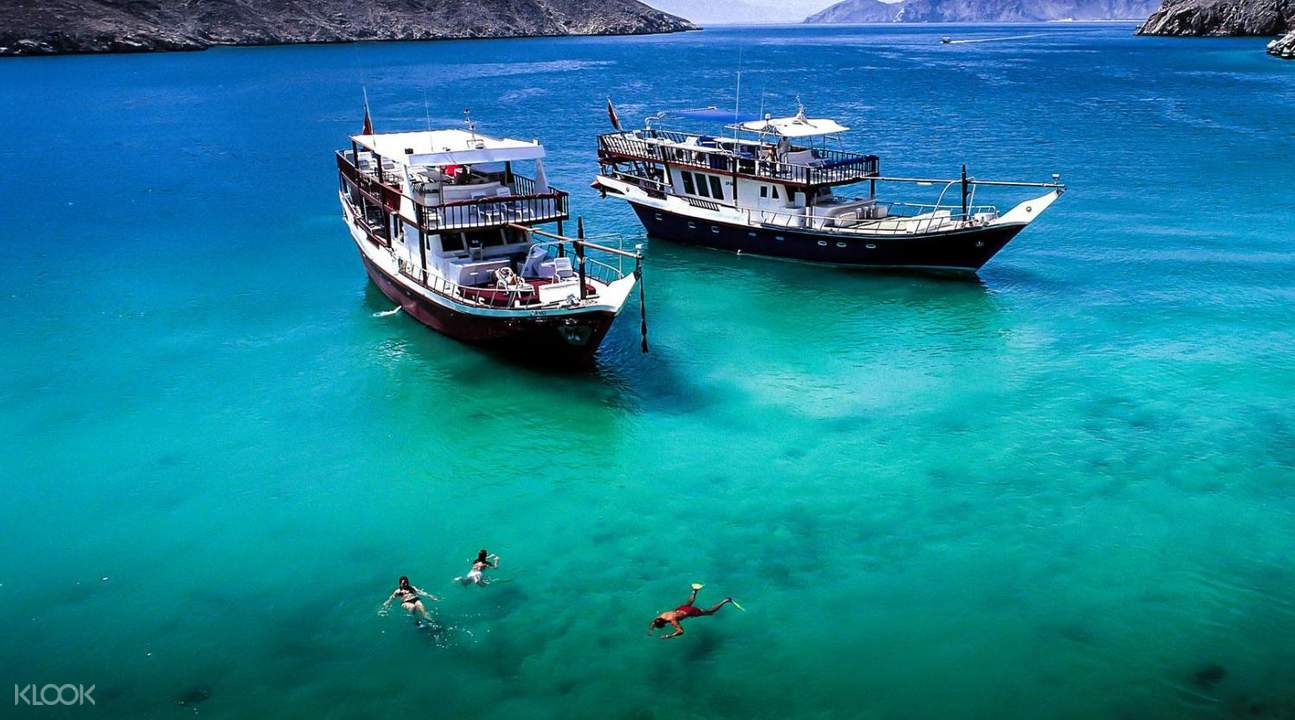 swimming musandam tour dhow cruise