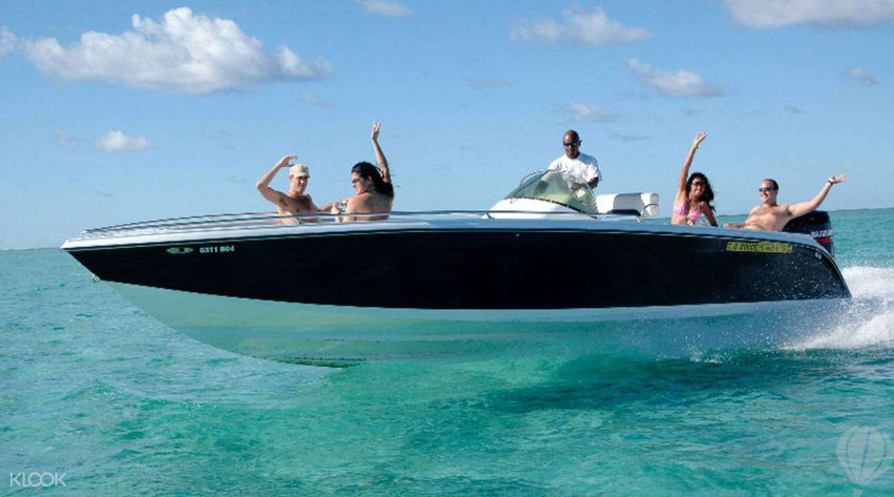 Speedboat tour across Mauritian islands