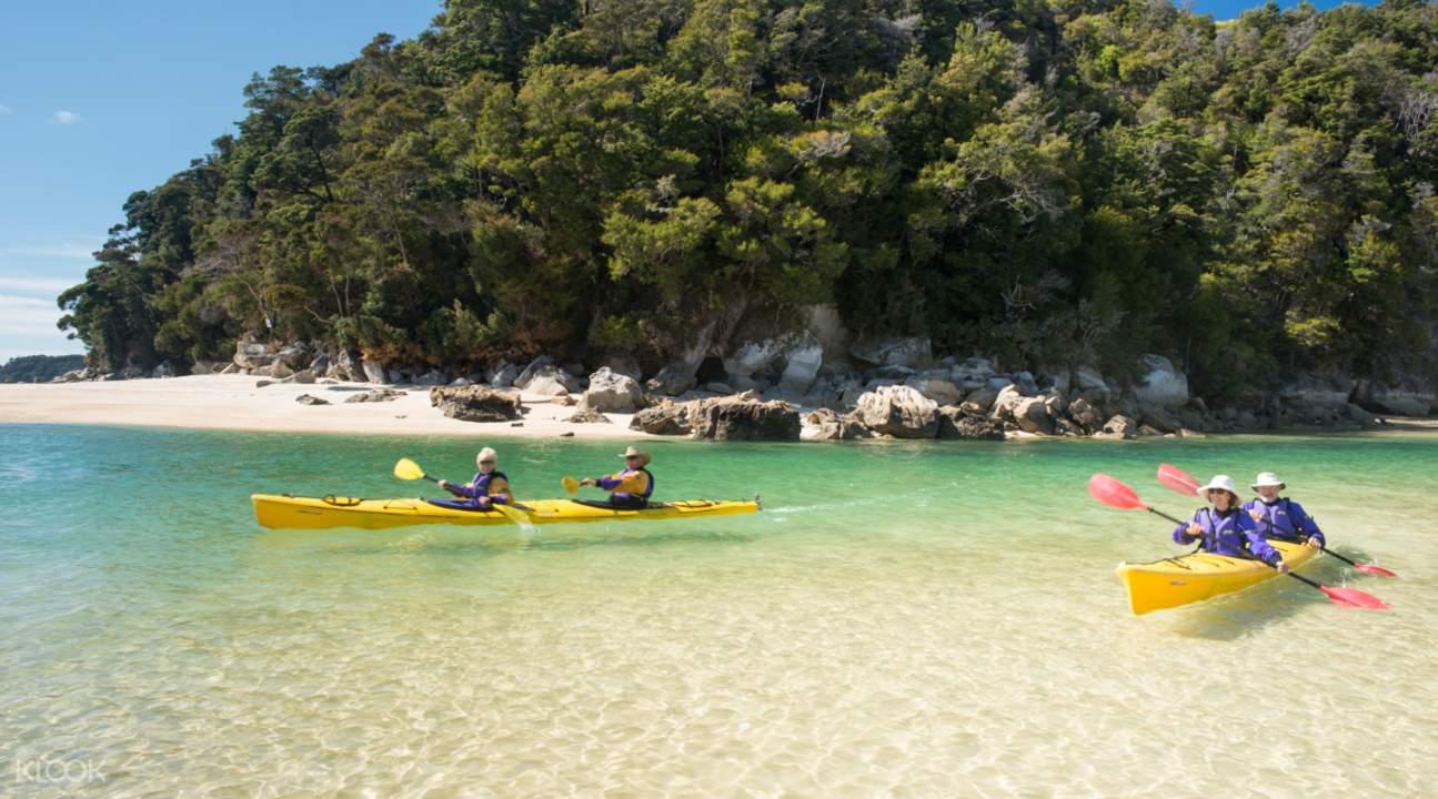 kayaking on kaiteriteri coastline