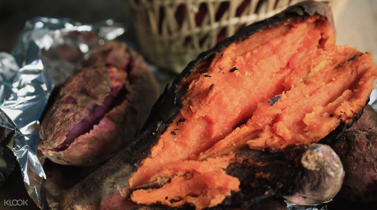土窯烤出的地瓜總是香甜誘人
