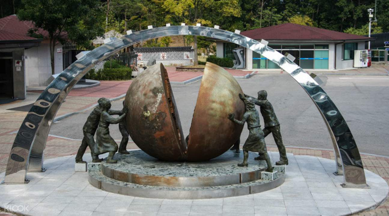 DMZ Statue