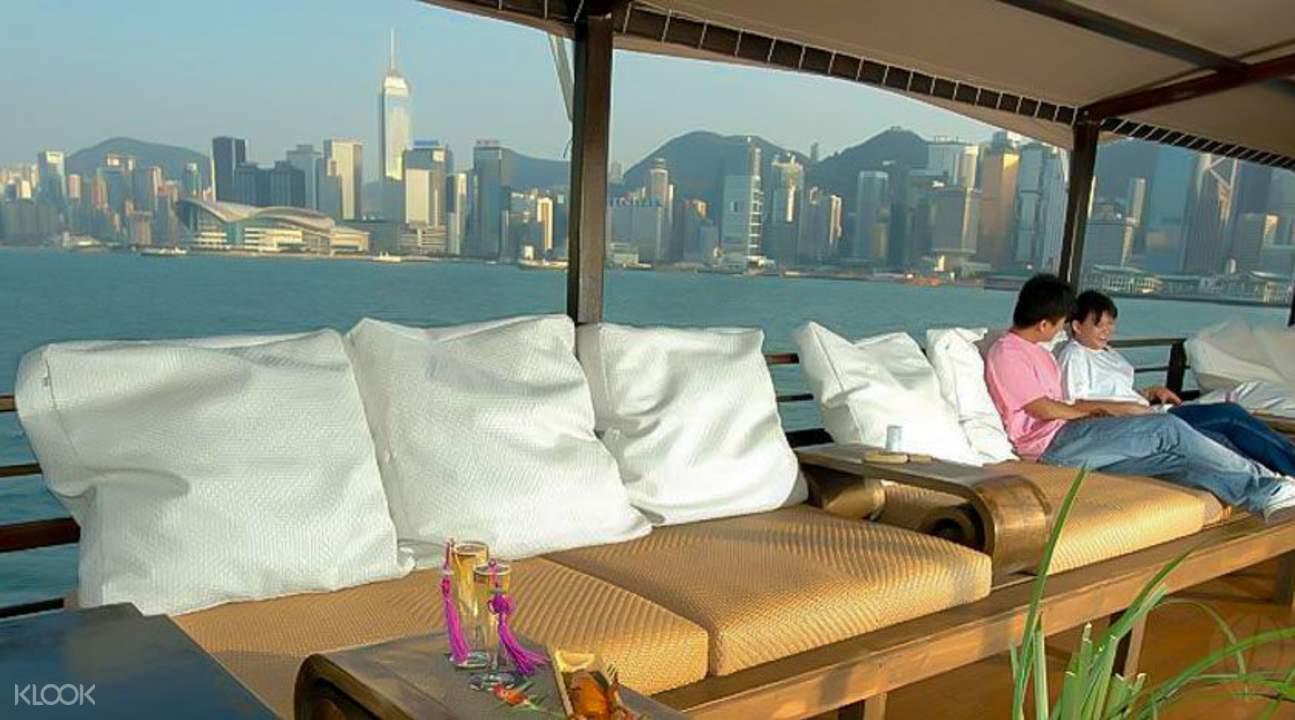香港張保仔號遊艇內部