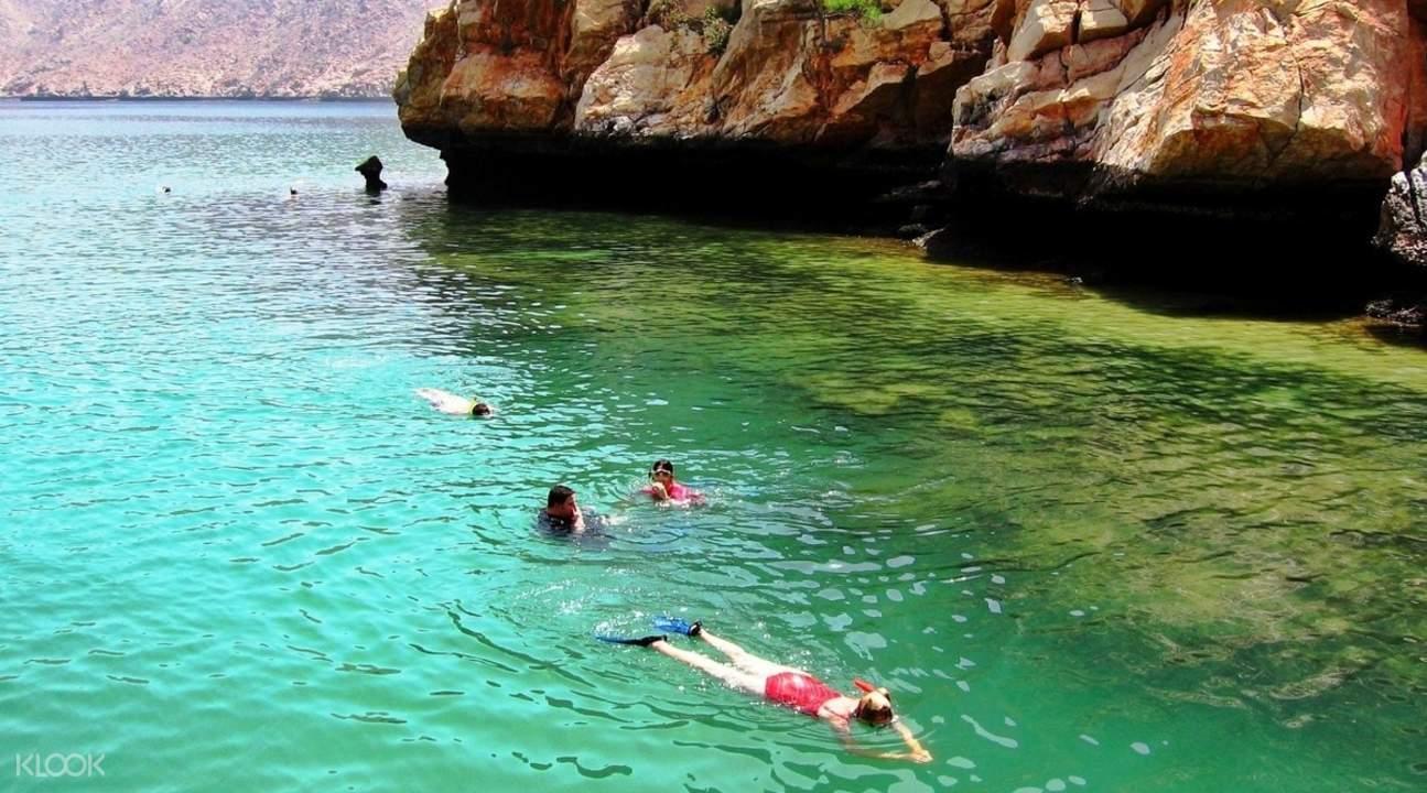 musandam tour snorkeling dhow cruise