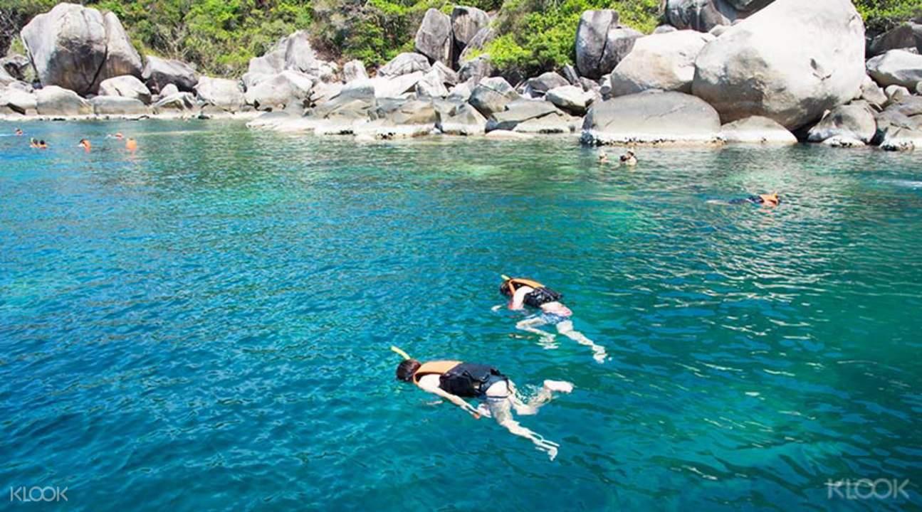 濤島和南悠島浮潛