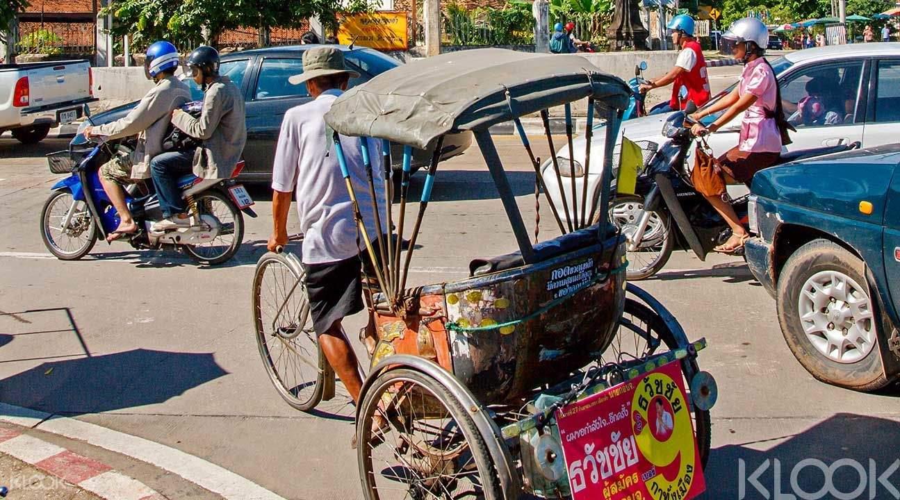 rickshaw sightseeing tour thailand