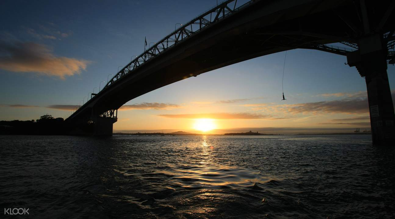 Sunet at Auckland Bridge Bungy