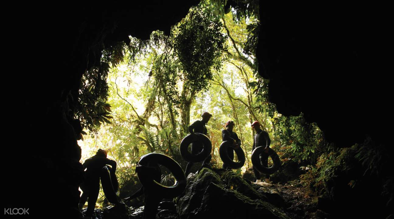 黑水漂流懷托摩洞穴