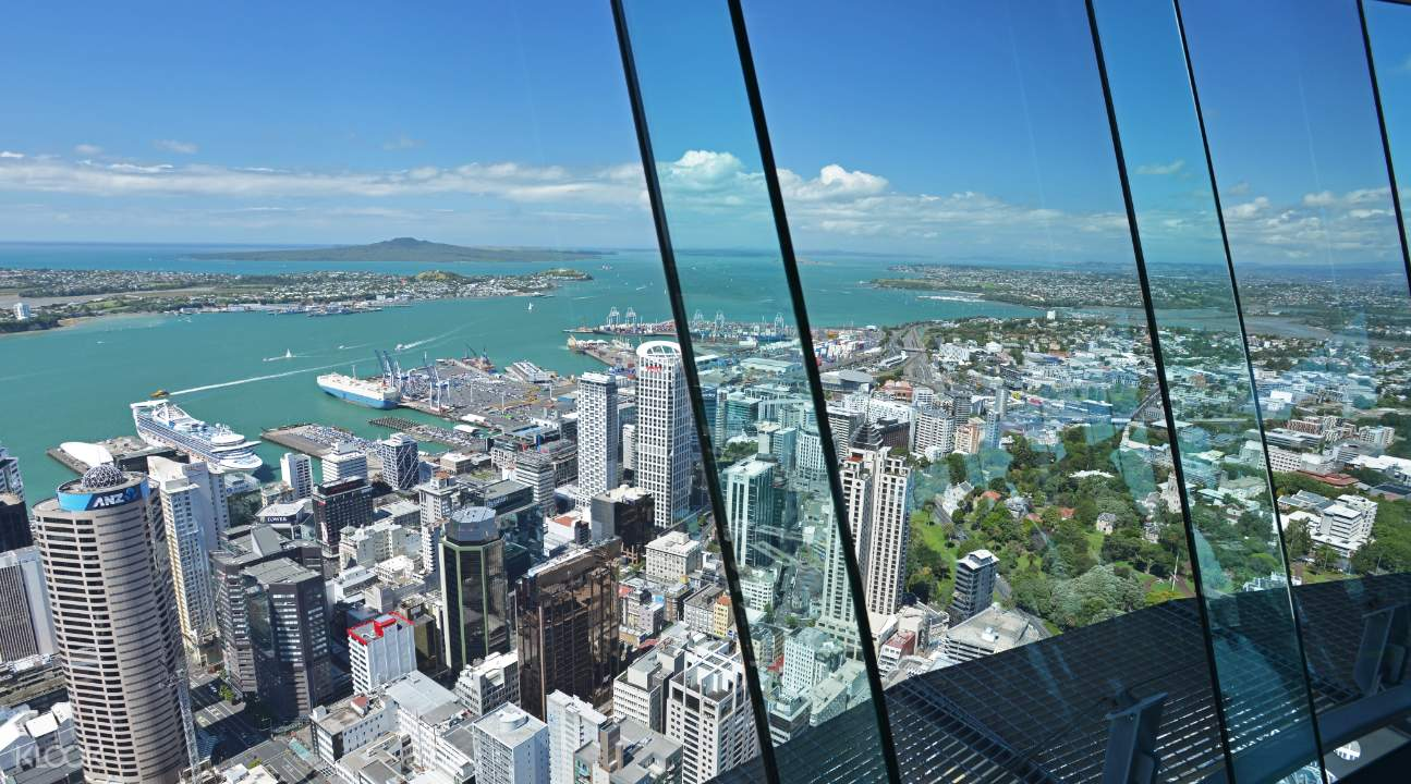 Panoramic views from Auckland Sky Tower