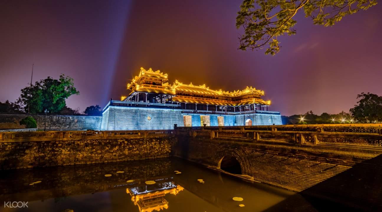 顺化香江夜景