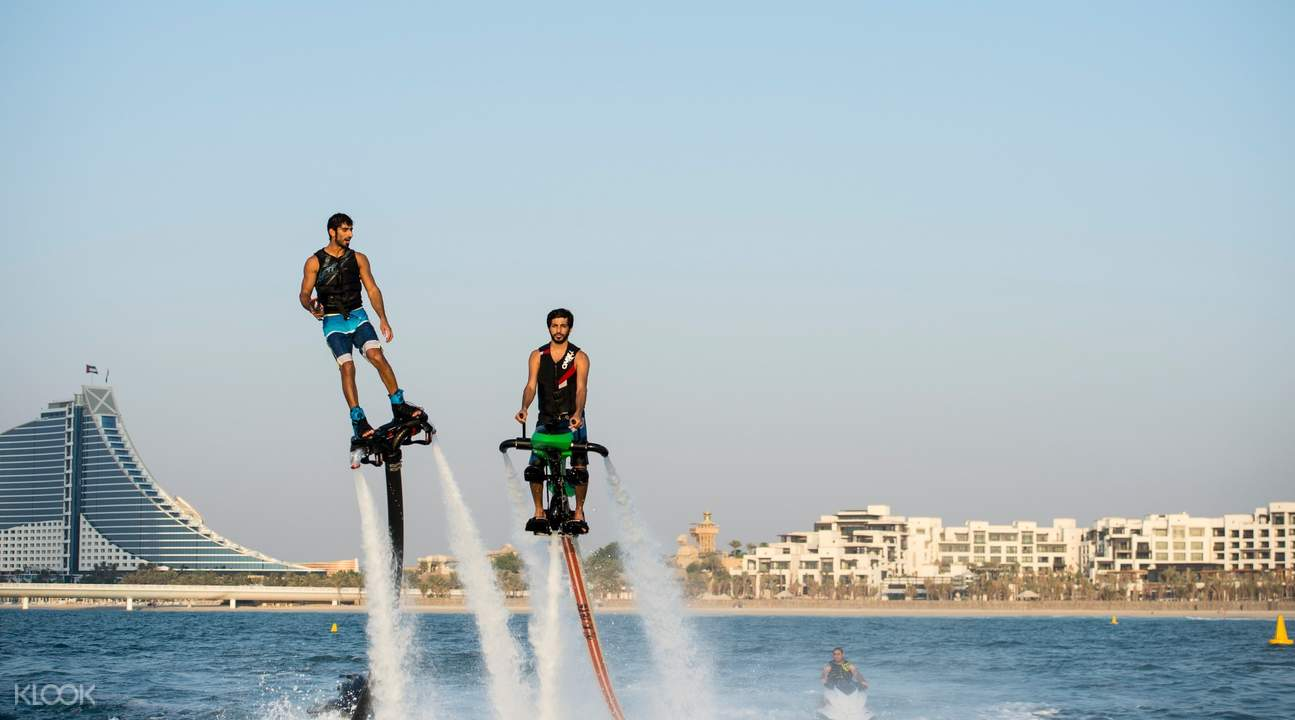 迪拜Jetovator噴水飛行器騎行