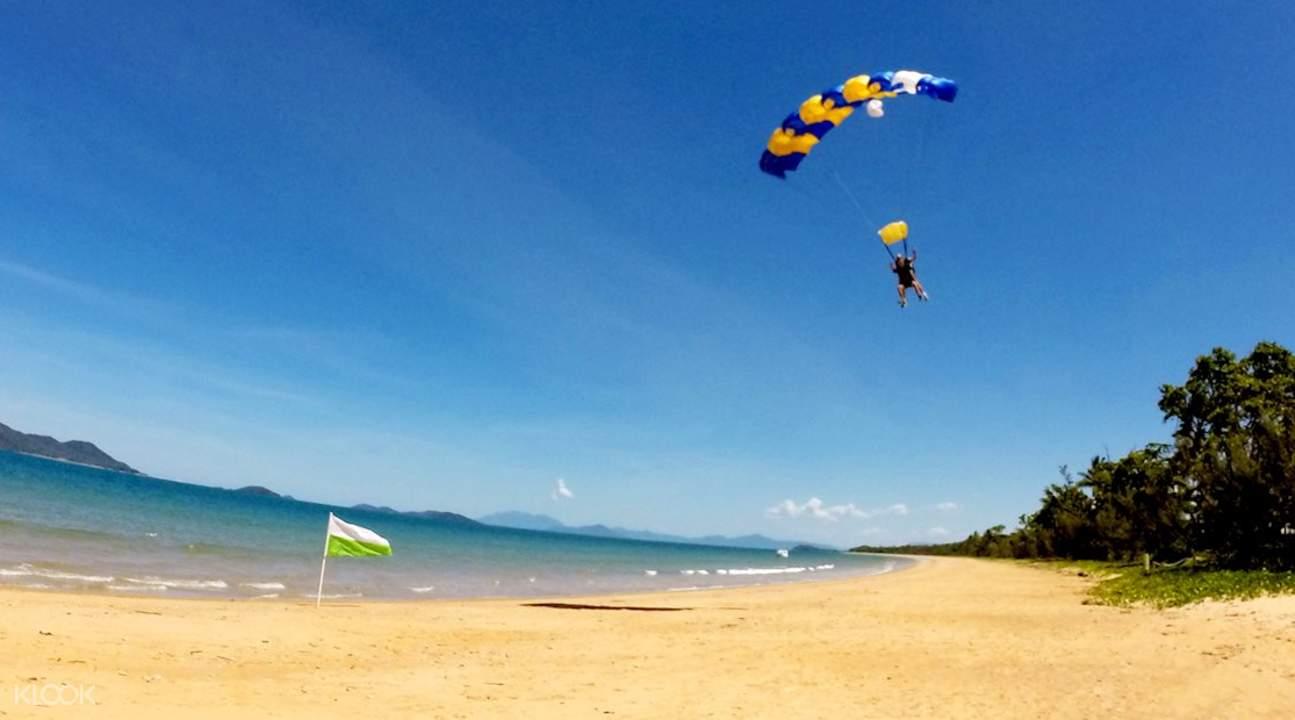 Bribie Island tandem skydiving