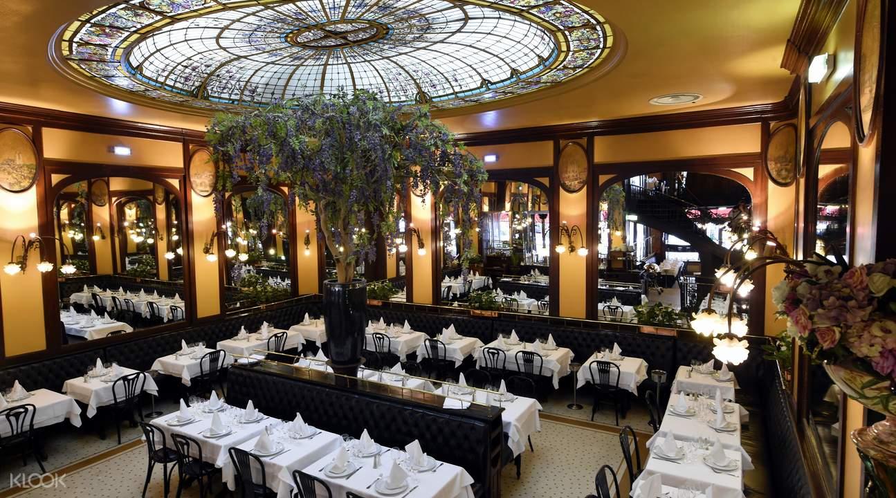 巴黎酒館式餐廳內景